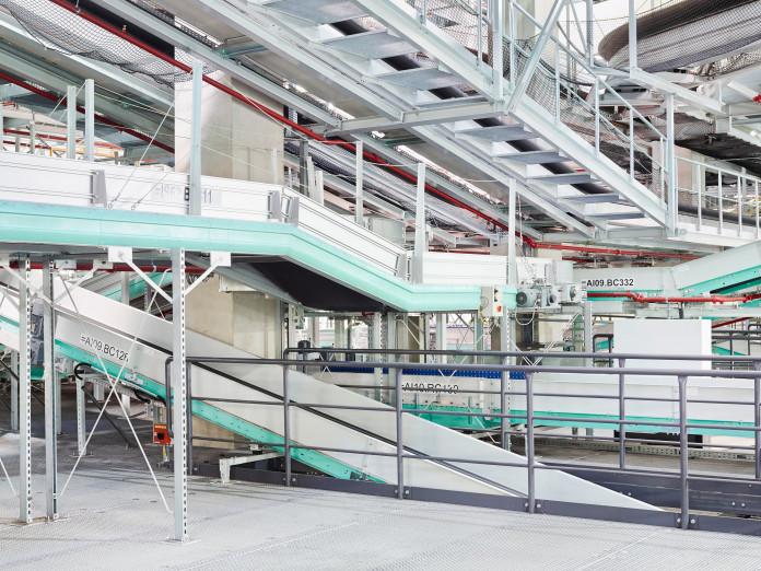 Paketlogistik, Verteilzentrum am Flughafen Köln-Bonn, Deutschland