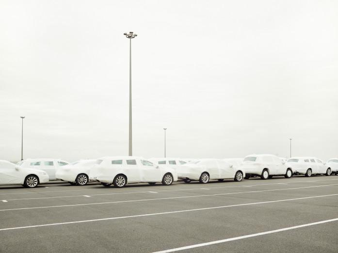 Neuwagen für den Export im Emdener Hafen, Deutschland