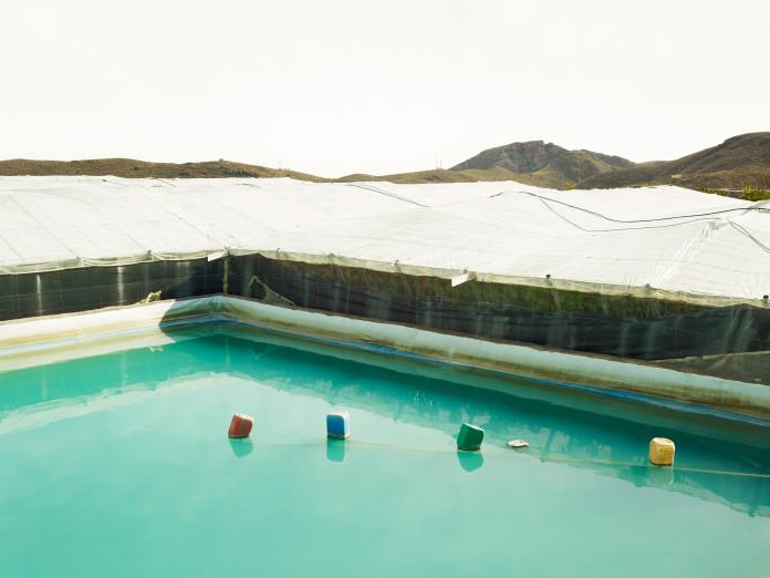 Wasserreservoir einer Gewächshausanlage in Andalusien